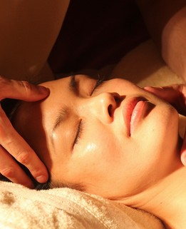 Massage Indien en chambre Lyon Karen Chocolat